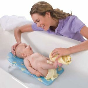 Купание новорожденного