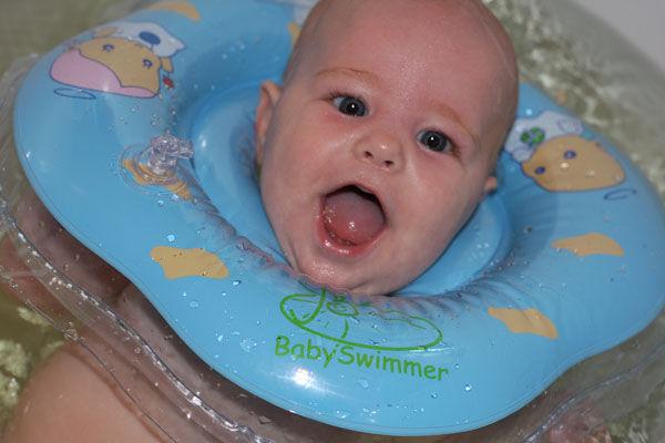 купание новорождённого с кругом