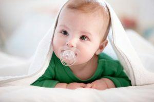 Как приучить ребенка к соске