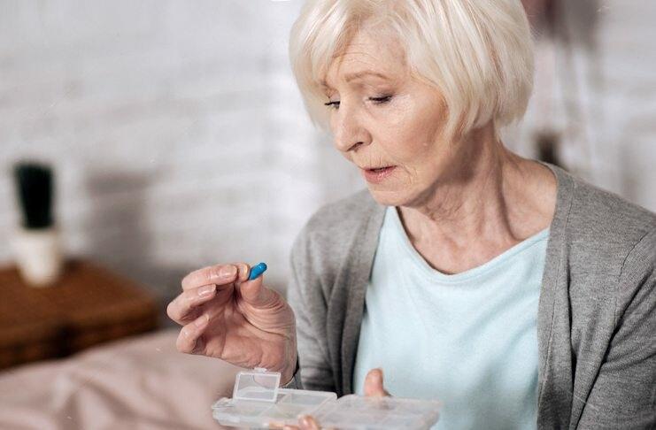 Поздний климаксе у женщин, симптомы и лечение: менопауза после 55
